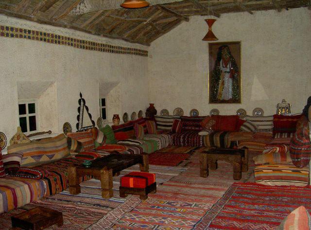 Restauarant kasbah des sables ouarzazate for Salon berbere moderne